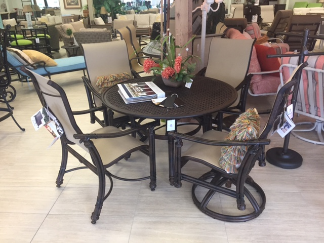 Coco Isle 5 Piece Dining Set